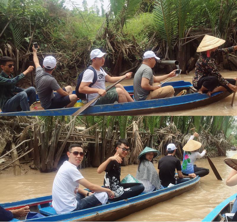 Đoàn trải nghiệm chèo thuyền trên sông nước Bến Tre