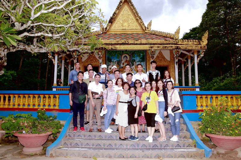 CBNV thăm quan chùa Dơi