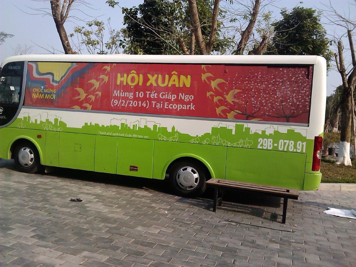 dán decal lưới quảng cáo trên xe bus