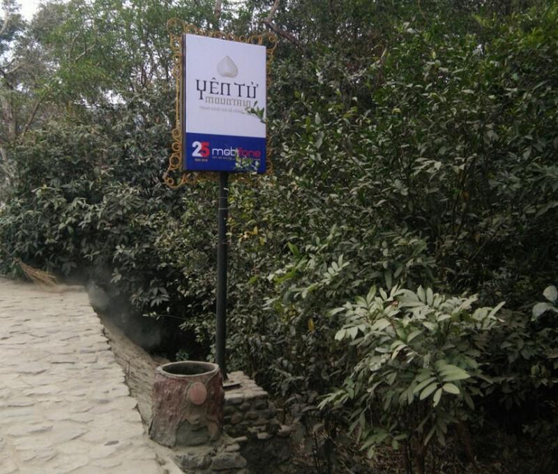 pano logo yên tử tại chùa Yên Tử, Quảng Ninh