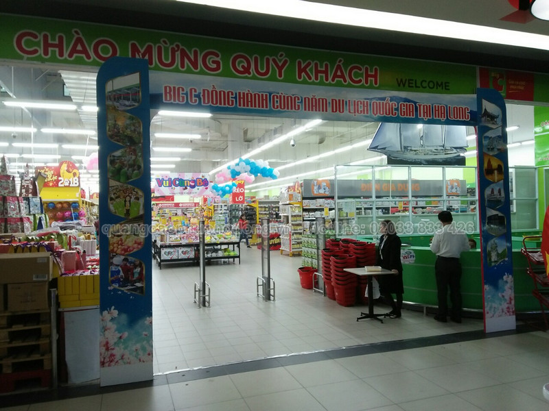 mô hình cổng chào đặt tại siêu thị