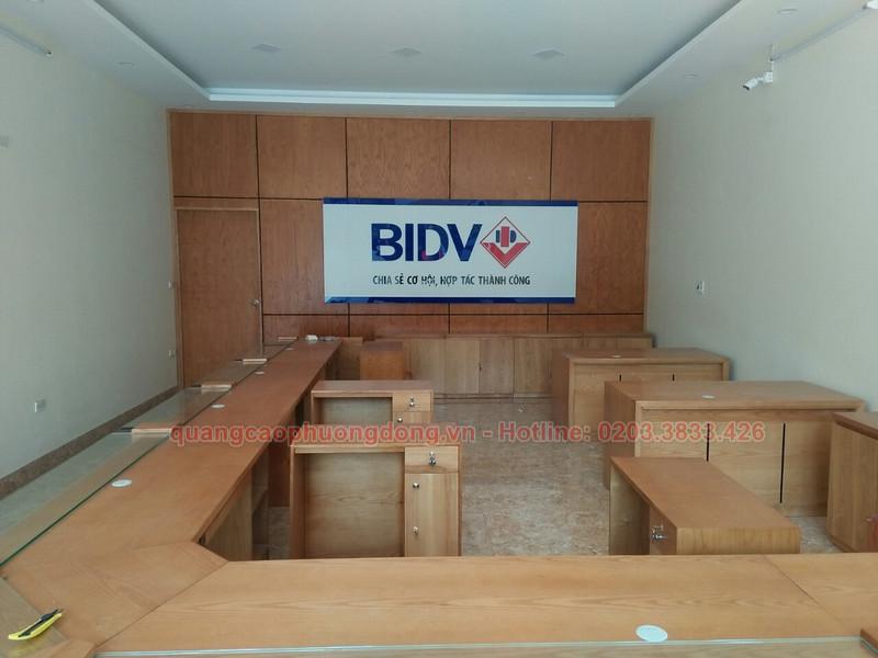 Thi công backdrop trong phòng giao dịch ngân hàng BIDV