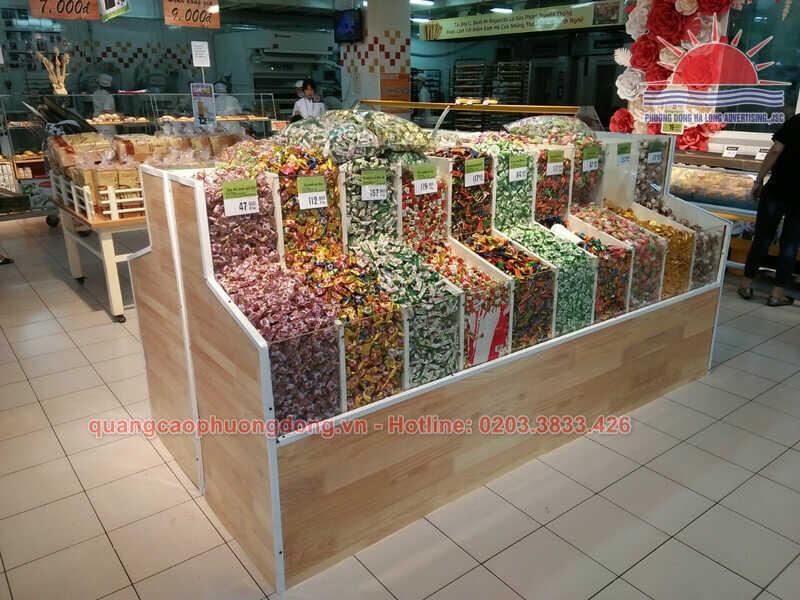 Kệ trưng bày kẹo các loại sau khi hoàn thiện