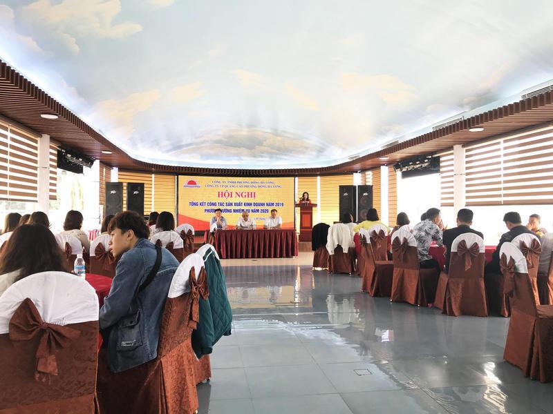 Chị Hoàng Thu Yến - PGĐ công ty in Phương Đông đọc tham luận
