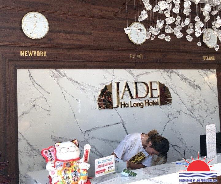 backdrop đồng hồ khách sạn ở Hạ Long