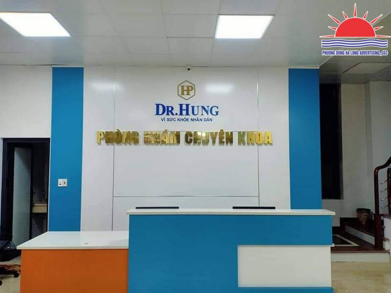 Backdrop quầy lễ tân tại phòng khám bác sĩ Phương Hùng