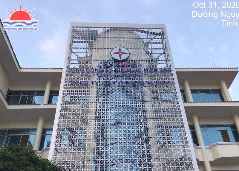 Thi công biển Công ty Điện lực Quảng Ninh