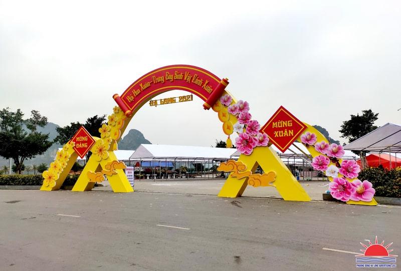 Cổng chợ hoa xuân 2021
