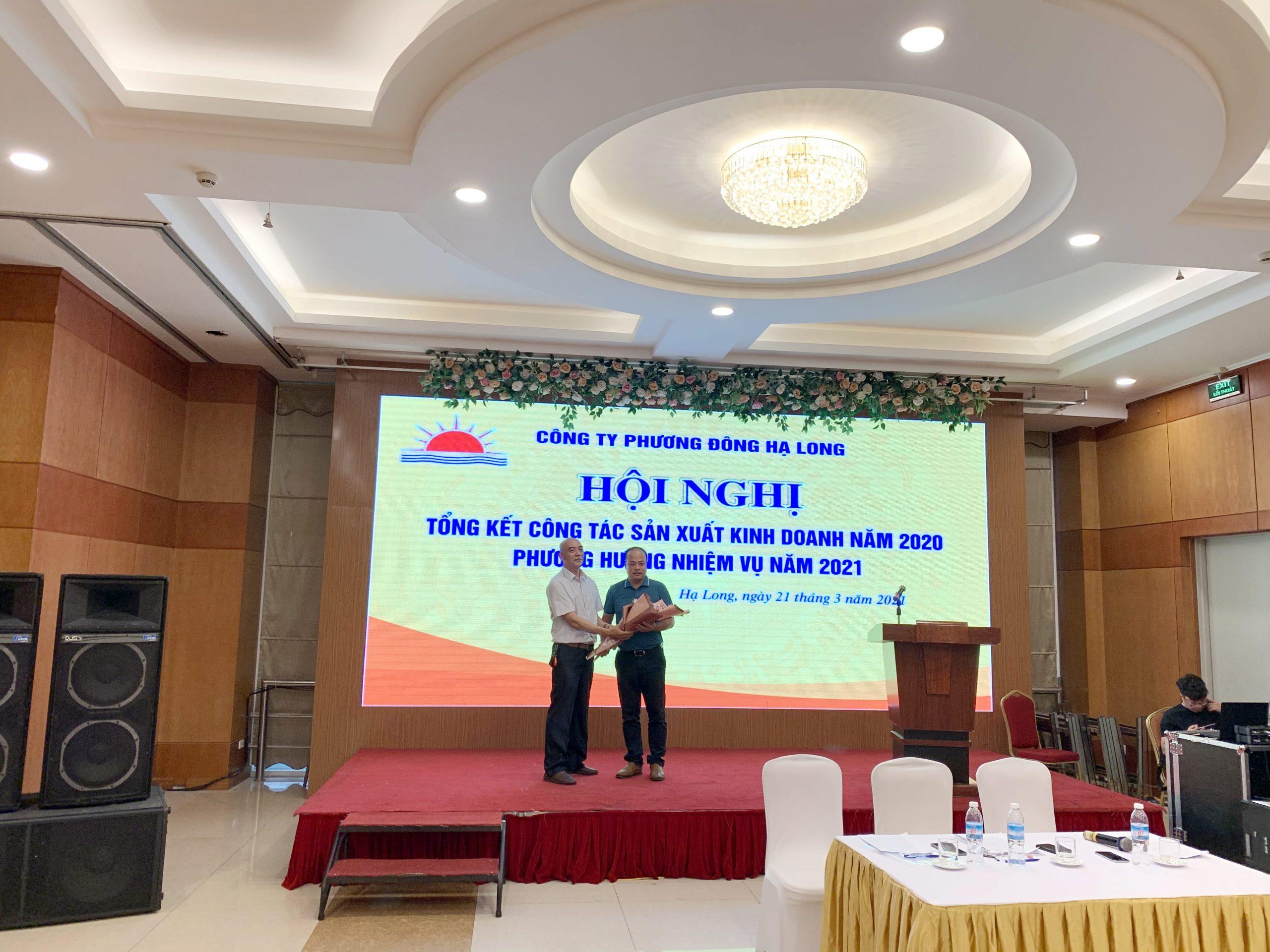 Anh Nguyễn Thế Khải - Trình bày báo cáo hoạt động công đoàn công ty trong 2020