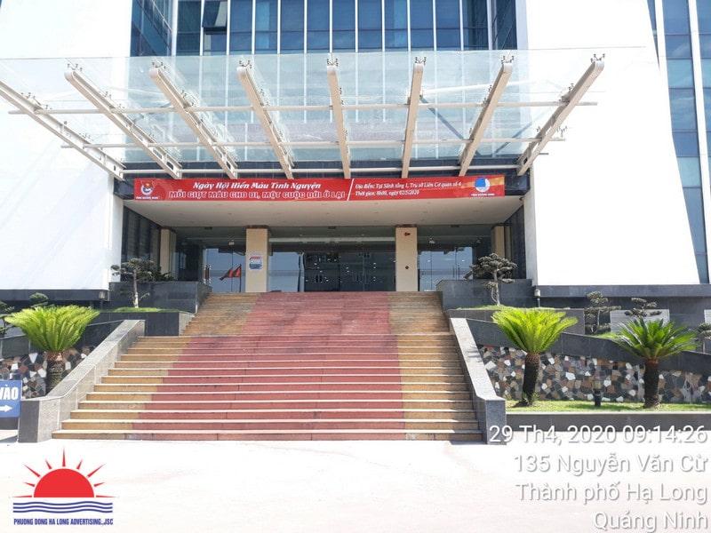Treo băng rôn tuyên truyền hiến máu tại trụ sở ở Quảng Ninh
