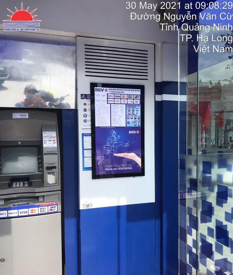Tranh điện tại cây ATM